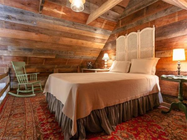 100-year-old-tiny-cabin-in-green-mountain-009