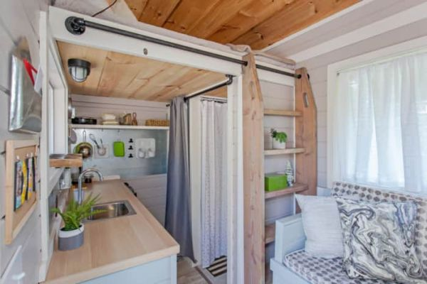 123 Sq Ft Tiny House_009