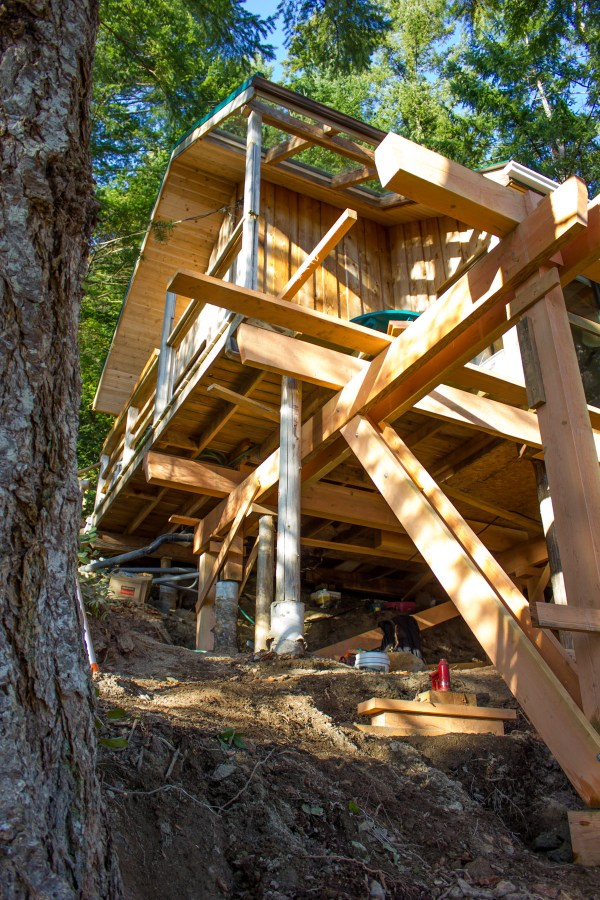 16-x-20-foot-waters-edge-cabin-on-cortes-island-british-columbia-canada-4