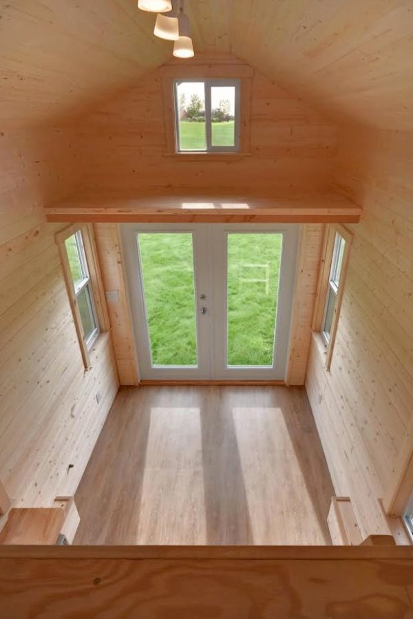 160-sq-ft-tiny-house-on-wheels-by-tiny-living-homes-00016