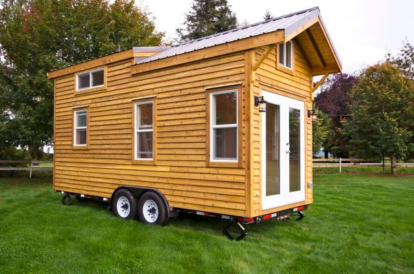 160-sq-ft-tiny-house-on-wheels-by-tiny-living-homes-0003