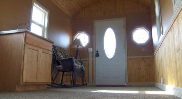 200-sq-ft-irish-cottage-tiny-house-06