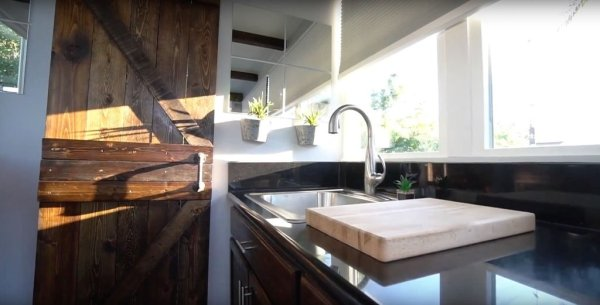 20ft Luxury Shipping Container Tiny House_010