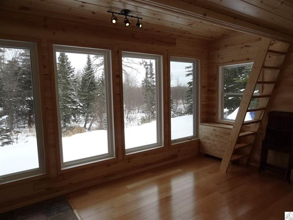 240-sq-ft-tiny-log-cabin-for-sale-008