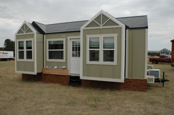 250-sq-ft-expanding-tiny-house-rv-with-slide-outs-015