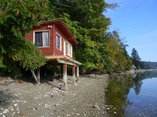 288-sq-ft-waterfront-tiny-cabin-for-sale-001