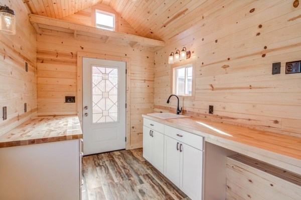 290 Sq Ft Tiny House On Wheels With Downstairs Bedroom