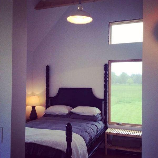 300-sq-ft-tiny-cabin-vacation-on-organic-farm-near-portland-00013
