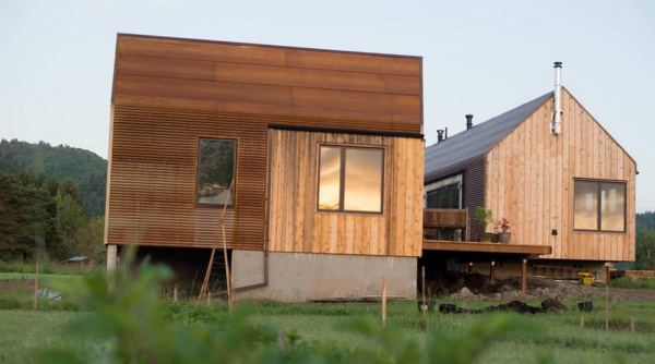 300-sq-ft-tiny-cabin-vacation-on-organic-farm-near-portland-0002