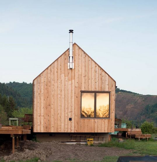 300-sq-ft-tiny-cabin-vacation-on-organic-farm-near-portland-0003
