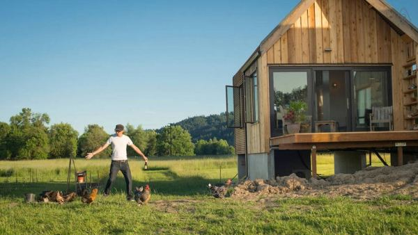 300-sq-ft-tiny-cabin-vacation-on-organic-farm-near-portland-0004
