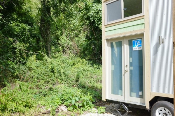 30k-240-sq-ft-tiny-cabin-on-wheels-for-sale-007