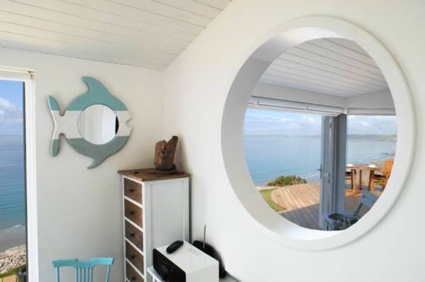 320-sq-ft-tiny-beach-cottage-vacation-in-cornwall-012