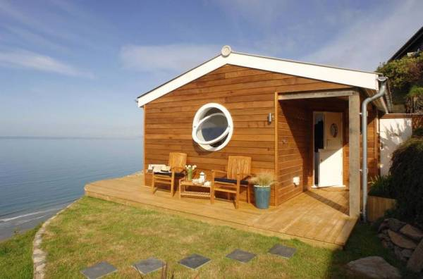 320-sq-ft-tiny-beach-cottage-vacation-in-cornwall-02