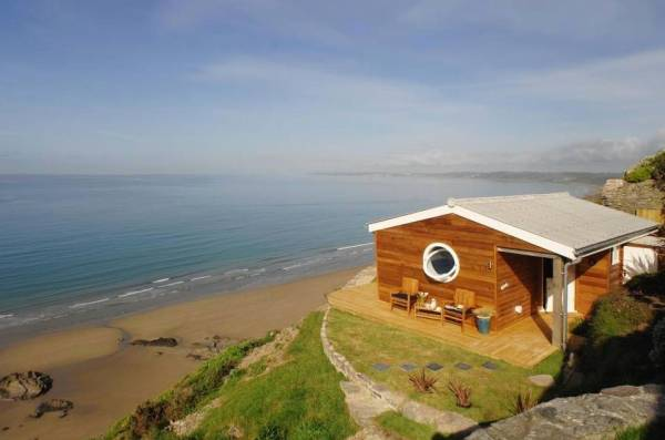 320-sq-ft-tiny-beach-cottage-vacation-in-cornwall-020