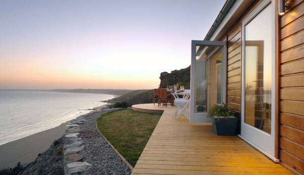 320-sq-ft-tiny-beach-cottage-vacation-in-cornwall-021