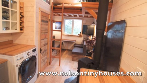 380-sq-ft-v-house-nelson-tiny-houses-016