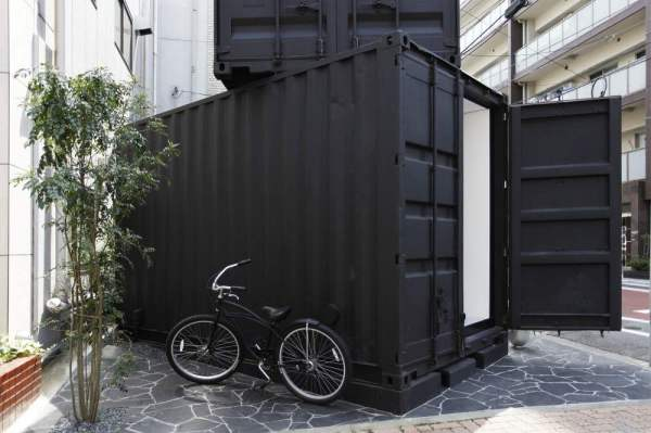387-sq-ft-modern-stacked-shipping-containers-002