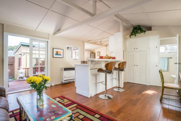 440sf Cottage in Pacific Grove CA_005