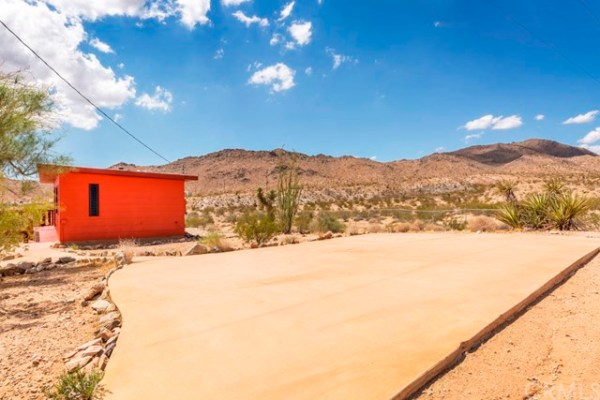 448 Sq Ft Tiny Home For Sale in Landers CA