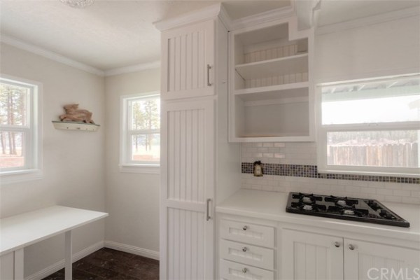 461sf Tiny Cottage in Fawnskin CA For Sale 008