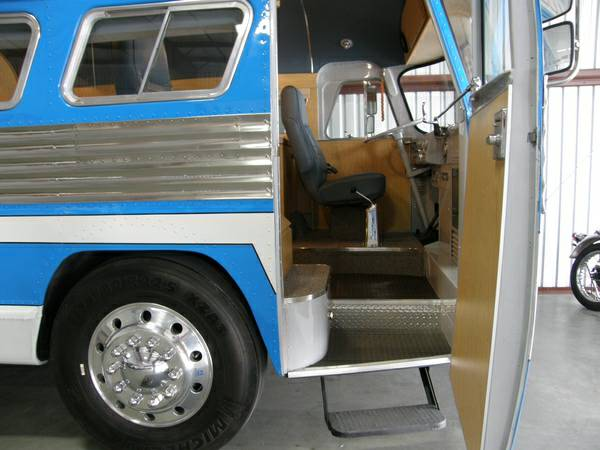 49-flxible-clipper-bus-motorhome-conversion-for-sale-002
