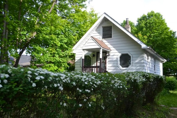 500 Sq Ft Tiny Cottage in Toronto B009