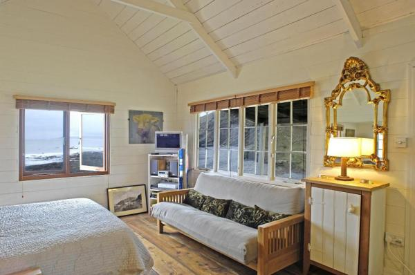 510-sq-ft-tiny-cottage-on-the-beach-0017