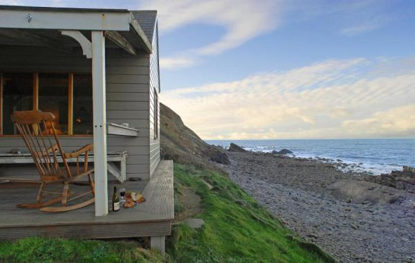 510-sq-ft-tiny-cottage-on-the-beach-003