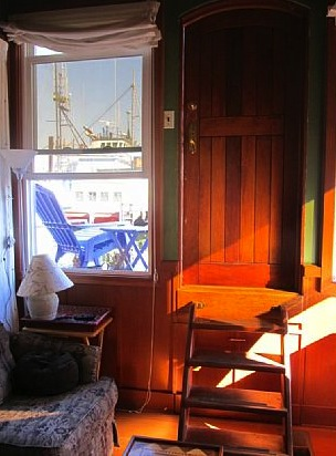 550-sq-ft-housebarge-houseboat-in-seattle-for-sale-0013