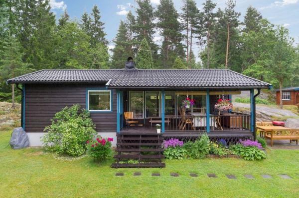 570-sq-ft-tiny-cottage-in-rural-sweden-009