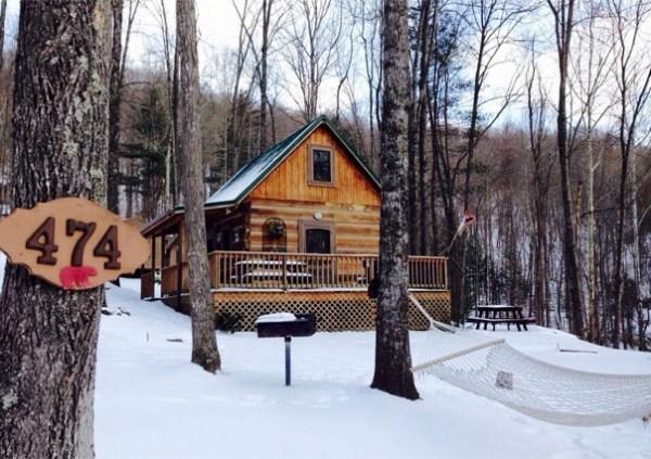 600-sq-ft-bearadise-tiny-cabin-vacation-008