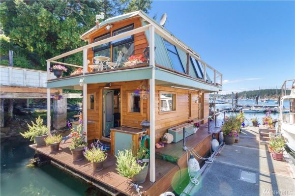 600sf Floating Cottage in San Juan Island 002