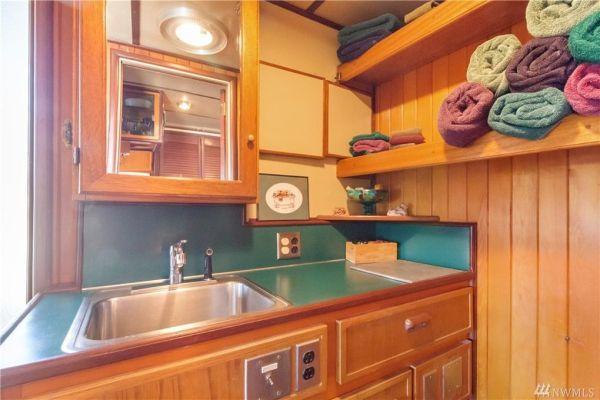 600sf Floating Cottage in San Juan Island 008