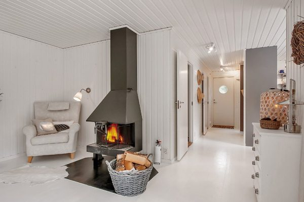 613-sq-ft-small-house-in-sweden-woods-005