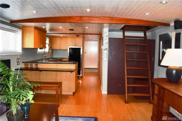 651 Sq Ft Houseboat in Seattle 0010