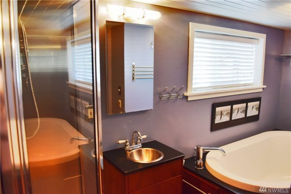 651 Sq Ft Houseboat in Seattle 0016