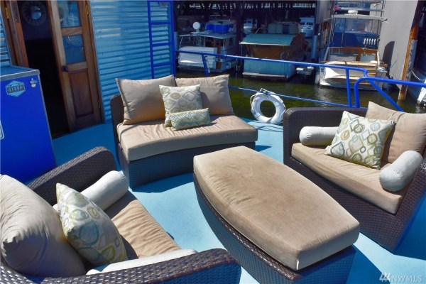 651 Sq Ft Houseboat in Seattle 004