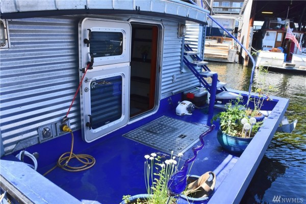 651 Sq Ft Houseboat in Seattle 005