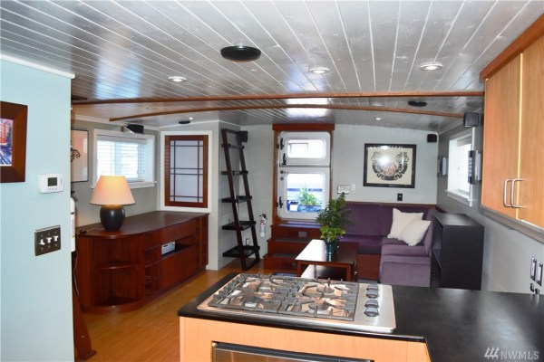 651 Sq Ft Houseboat in Seattle 009