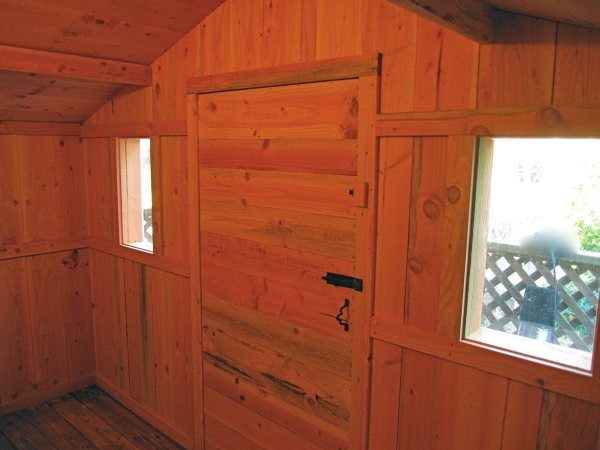 6x10-treehouse-inspired-tiny-house-built-with-scraps-by-molecule-tiny-homes-0014