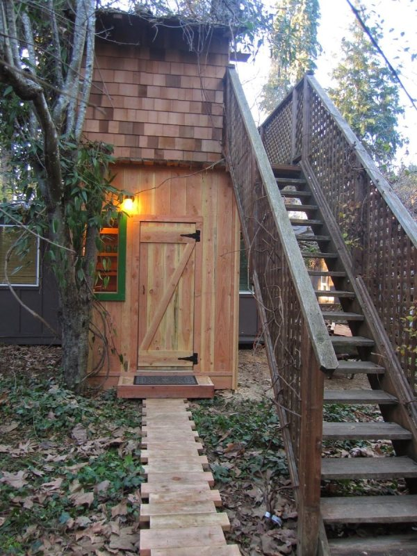6x10-treehouse-inspired-tiny-house-built-with-scraps-by-molecule-tiny-homes-002