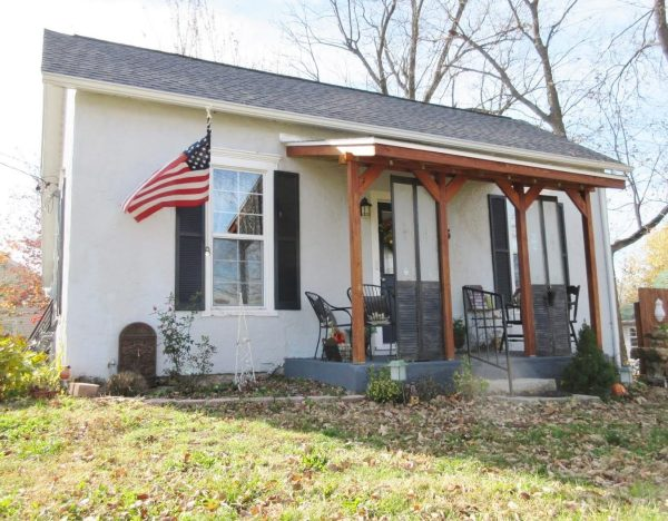 714-sq-ft-cottage-for-sale-01