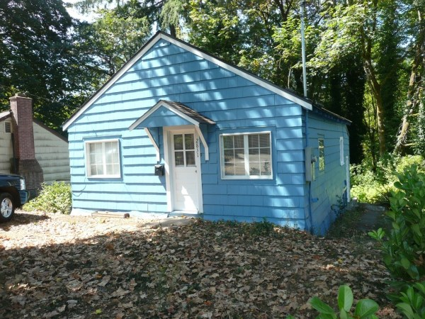 748 Sq. Ft. Cottage For Sale with Great Potential in Olympia 001