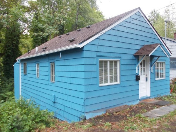 748 Sq. Ft. Cottage For Sale with Great Potential in Olympia 004