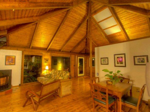 750 sq ft tropical rainforest stilt cabin in hawaii. Black Bedroom Furniture Sets. Home Design Ideas