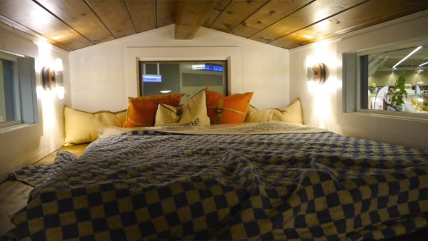 84-lumbers-new-tiny-house-on-wheels-006