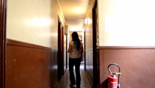 86-sq-ft-transforming-micro-apartment-paris-kitoko-studios-002
