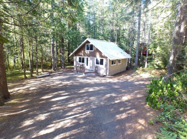 867-cabin-for-sale-002