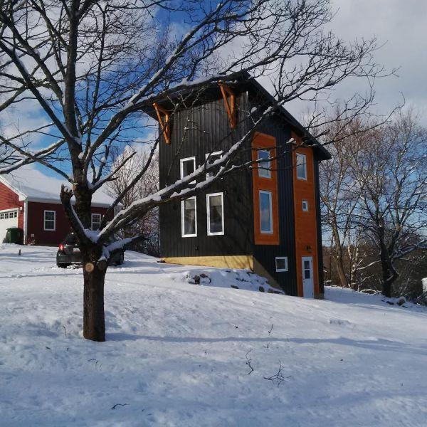 870-sq-ft-18x20-tall-tiny-house-001